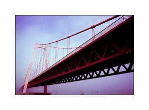 Emmericher Rheinbrücke im Nebel